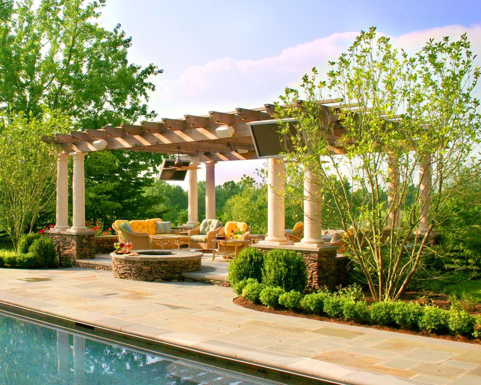Идея дизайна: дворик в классическом стиле