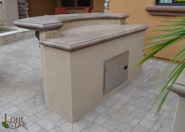 Petite Paradise traditional-patio