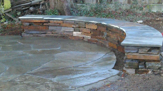 Phinney Ridge Circular Bluestone and Seating Wall Traditional