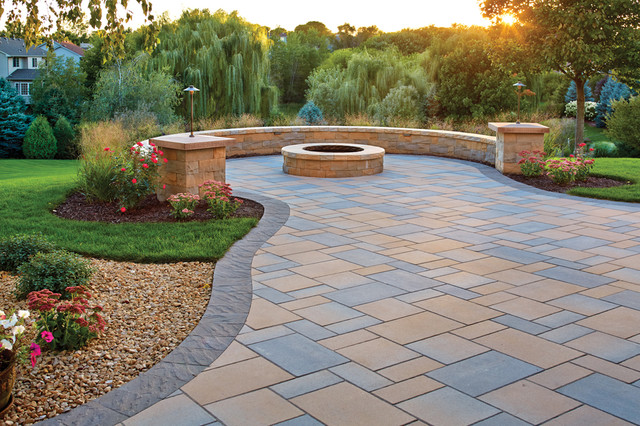 Picturesque patio paver patio fire pit and curved seat for Curved garden wall ideas