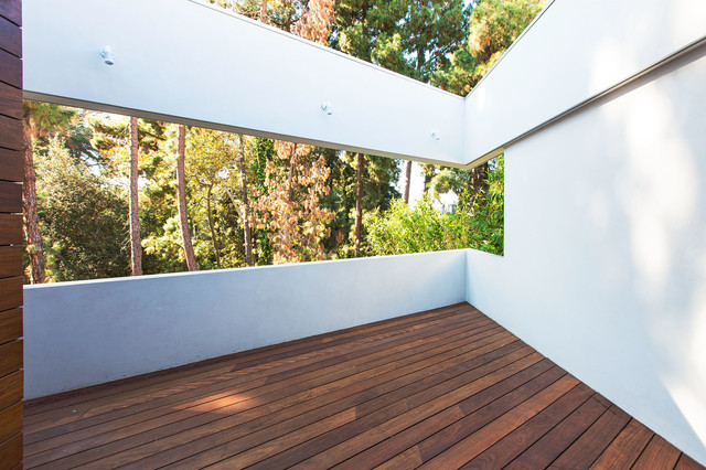 Platinum LEED Contemporary Home in Brentwood contemporary-patio