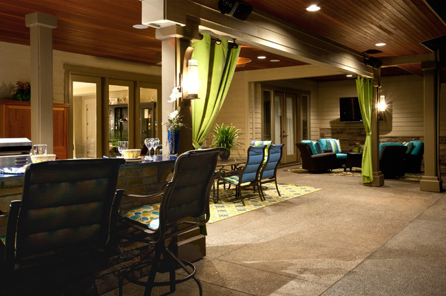 Pool and outdoor kitchen traditional-patio