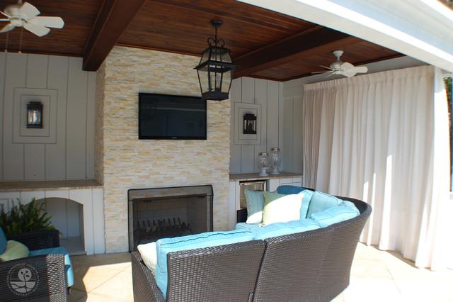 Pool House modern-patio