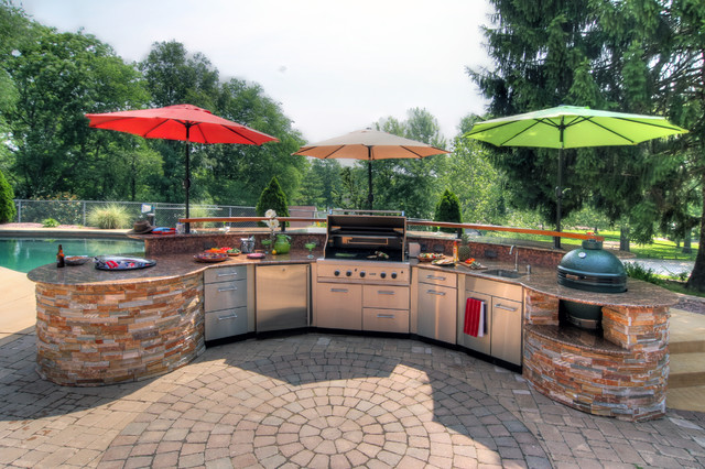 Etonnant Large Trendy Backyard Concrete Paver Patio Kitchen Photo In St Louis