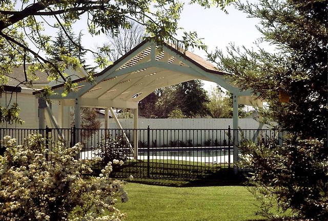 Poolside sunshade. traditional-pool