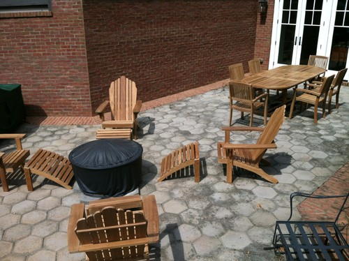 traditional-patio 15 Beautiful Examples of Teak Furniture Designs