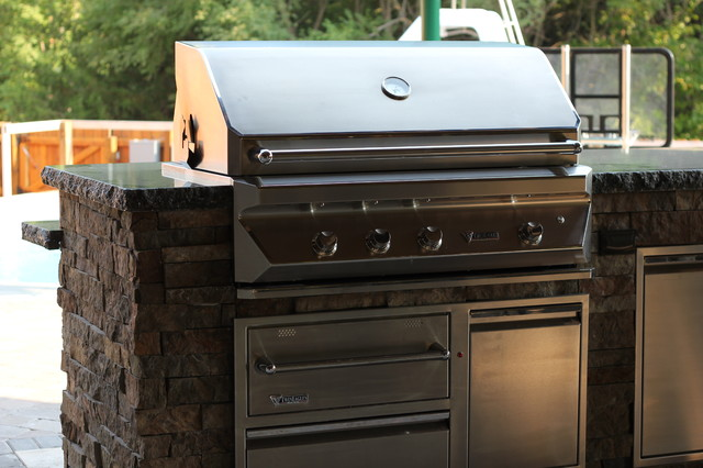 Post n beam outdoor kitchen rustic patio omaha by for Outdoor kitchen omaha