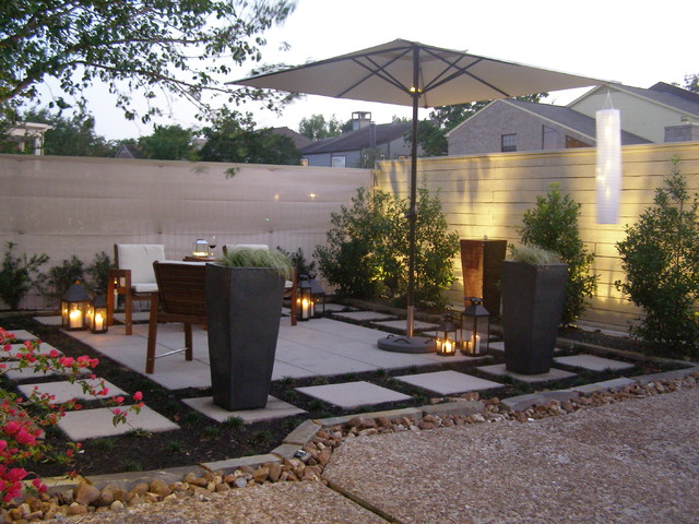 Potomac courtyard contemporary-patio