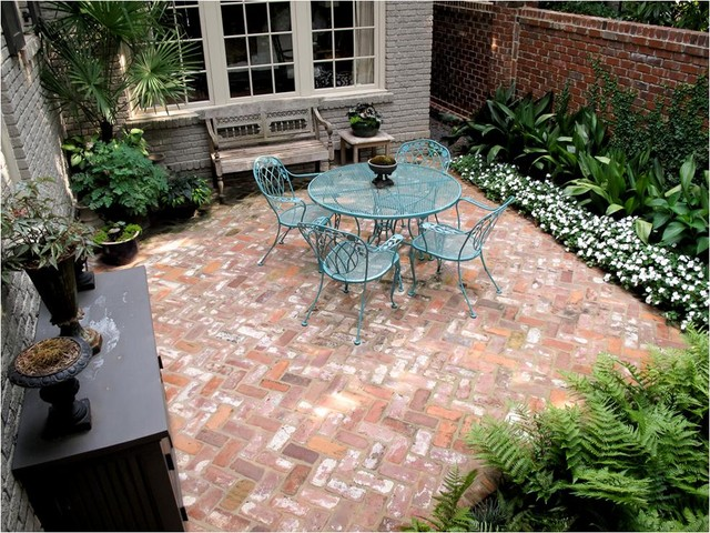 Private Couples Courtyard traditional-patio