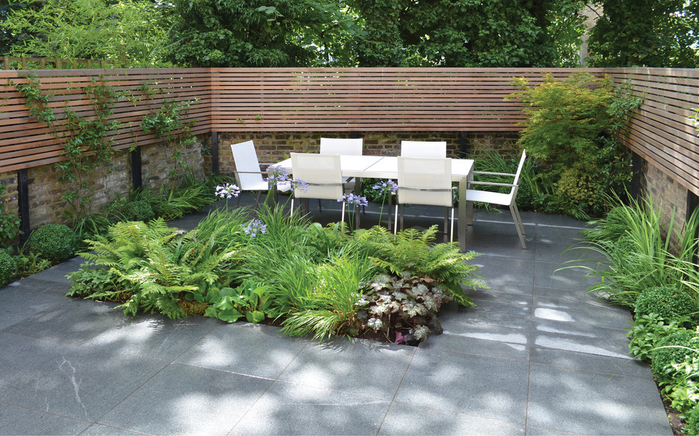 Example of a trendy patio design in London