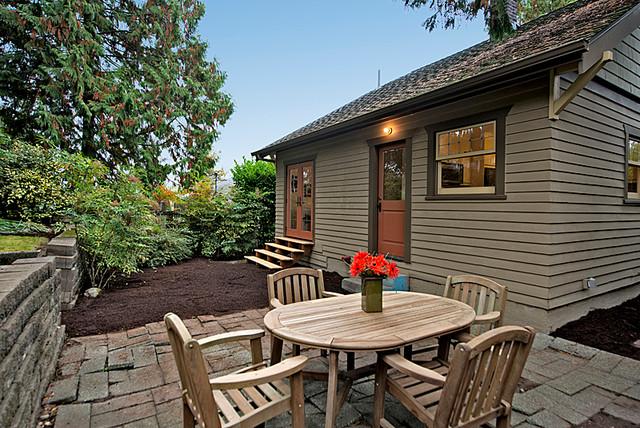 Queen Anne Craftsman craftsman-patio