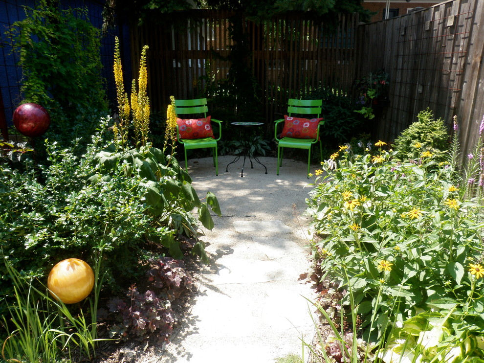 Inspiration for a contemporary backyard patio remodel in Chicago