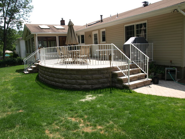 Raised Patio New York By Professionally Green