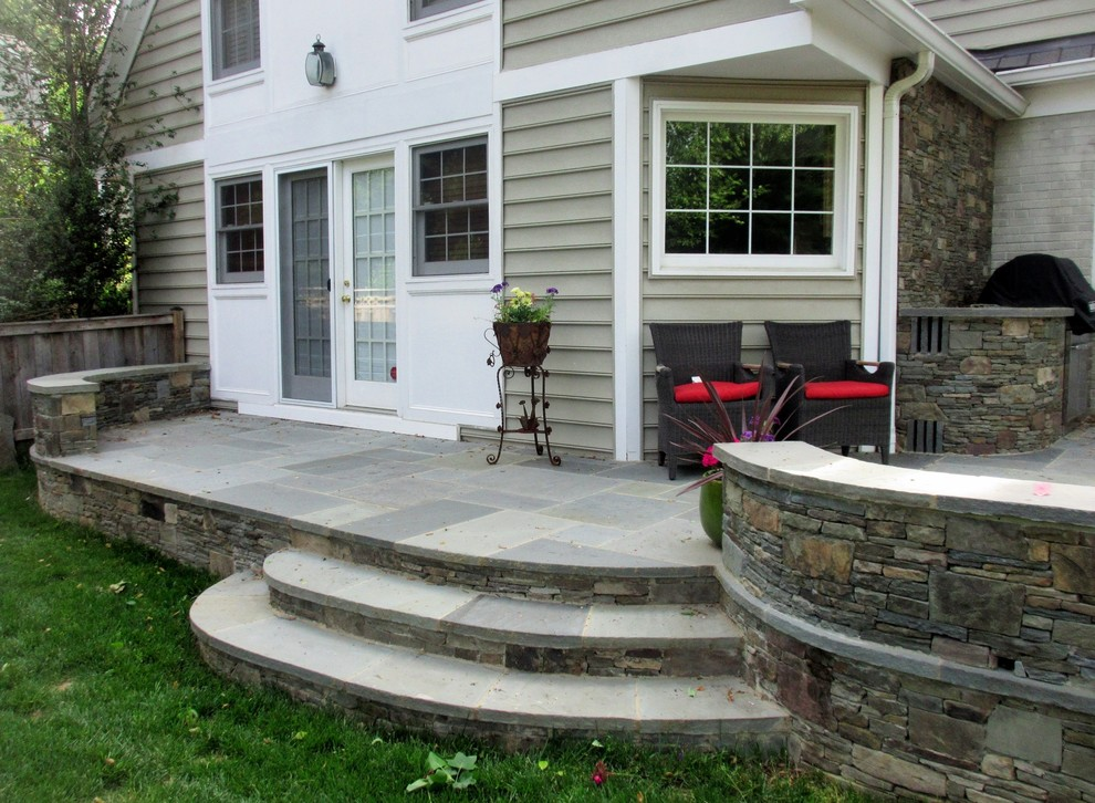 Patio W Curved Walls Grill Area