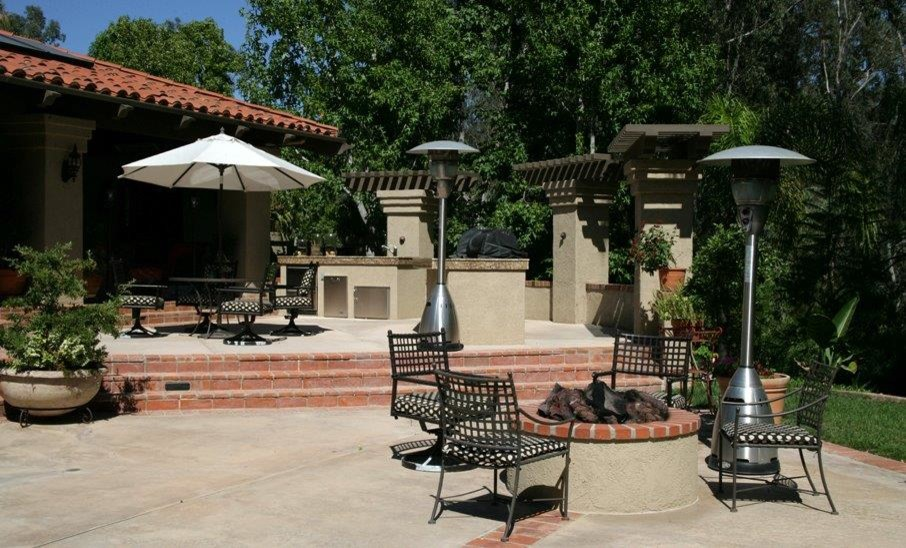 Patio - mid-sized traditional backyard concrete patio idea in San Diego with a fire pit and no cover