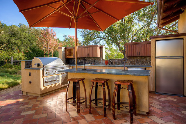 How to Pick a Patio Umbrella That Performs