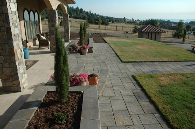 Residence, Oregon mediterranean-patio