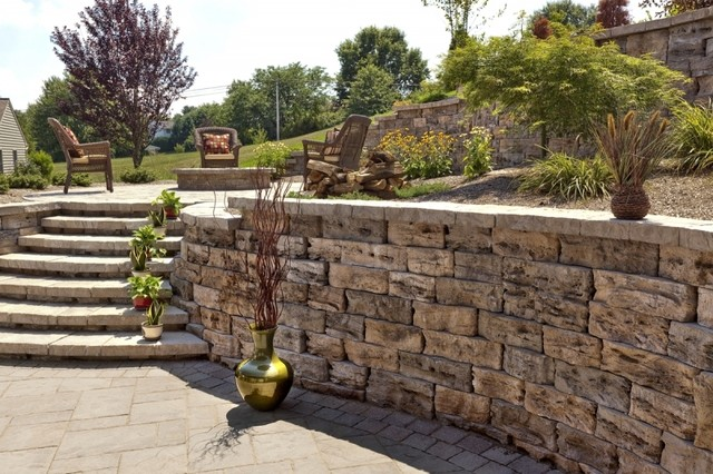 Retaining Wall With Steps Traditional Patio