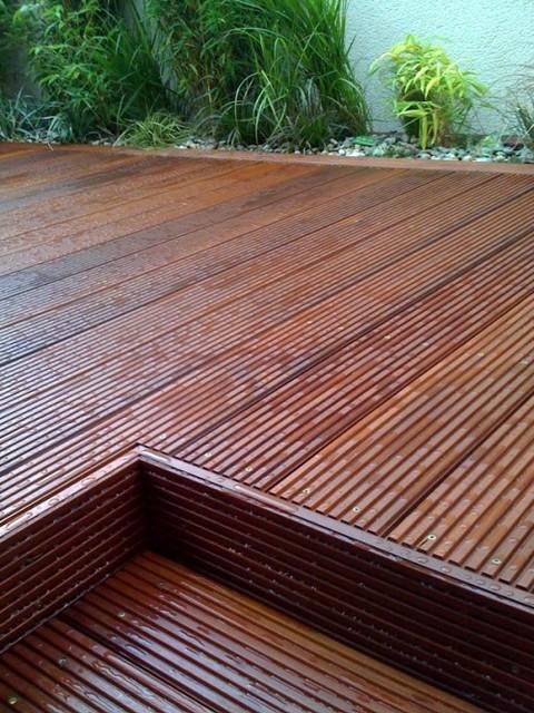 Riccardo massaranduba decking and garden contemporary for Decking at end of garden