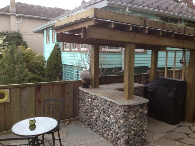 Rock Gabion Outdoor Bar with Green Roof rustic-patio