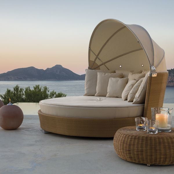 Outdoor Furniture Beds: Romantic Outdoor Wicker Daybed