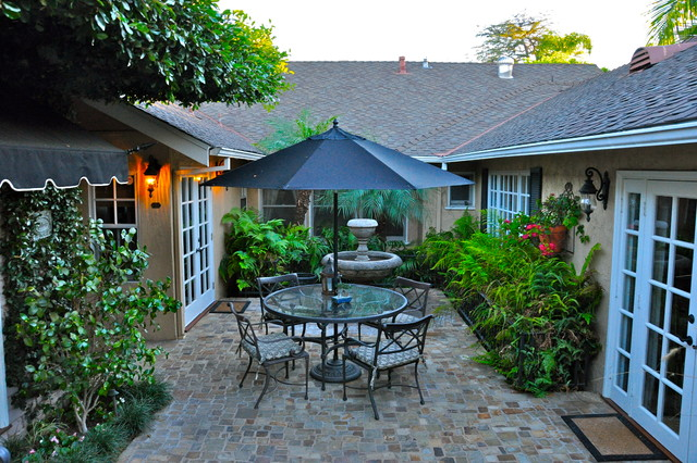 Traditional Courtyard Patio Fountain Idea In Orange County