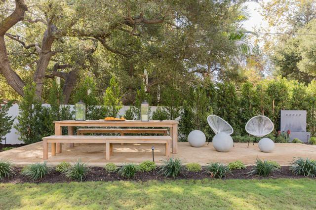 Patio - farmhouse patio idea in Los Angeles