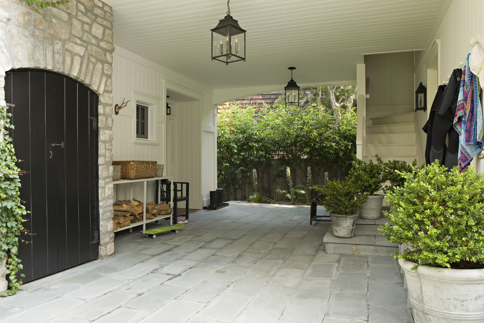 Inspiration for a timeless patio remodel in Los Angeles
