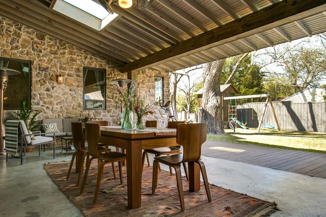 Rustic farmhouse porch in dallas casa de campo patio - Porches de casas de campo ...