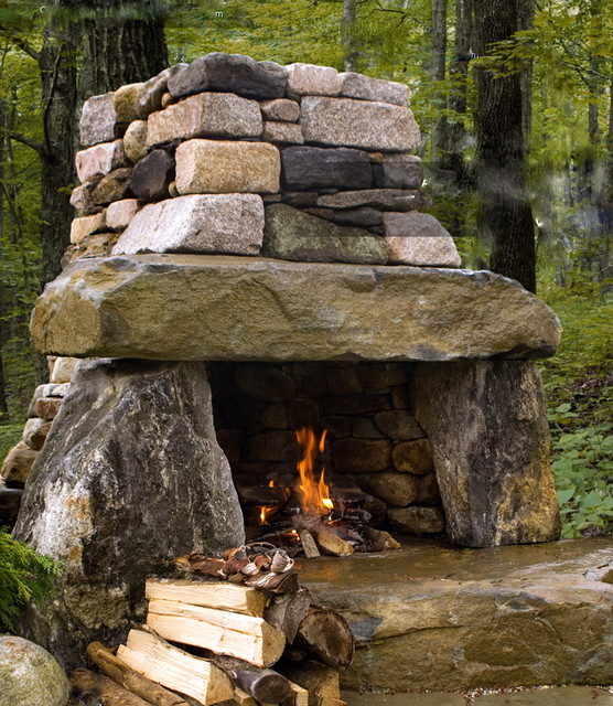 Rustic outdoor fireplace for Outdoor patio fireplace ideas