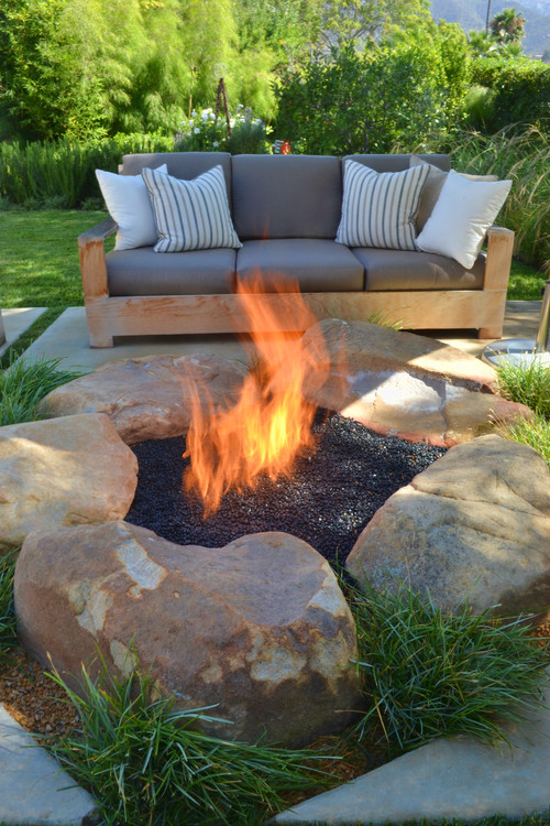 """Stylish and ecofriendly fire pits"" fire pits Stylish and Ecofriendly fire pits: a selection by Houzz contemporary patio"