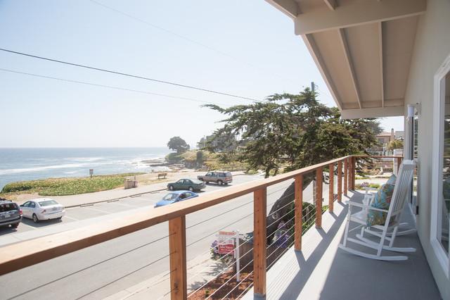 Santa Cruz Overlooking the Ocean contemporary-patio