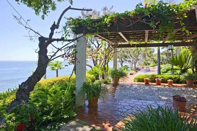 Sea Lane Drive / Malibu rustic-patio