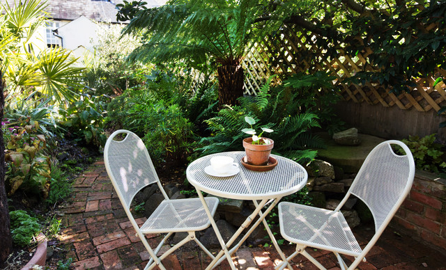 Create A Secluded Garden With Ideas From These 13 Gems