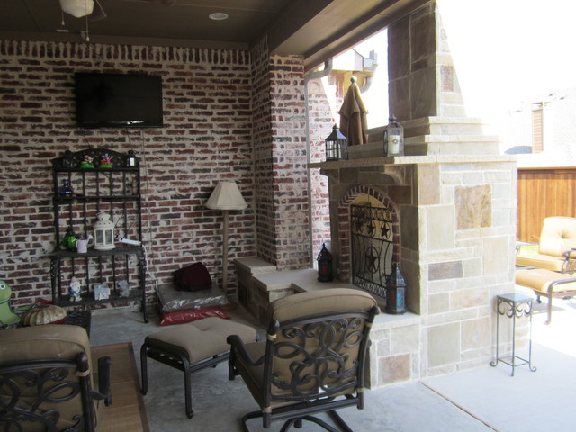 See trhough fireplace Prosper traditional-patio