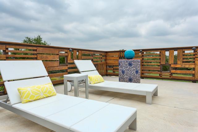 Seven Oaks Family Haven contemporary-patio