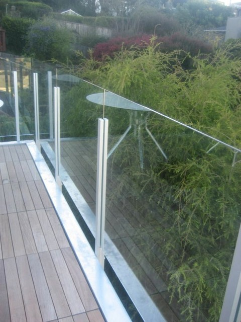 SF Cap Less Glass Guardrail - Modern - Patio - San ...