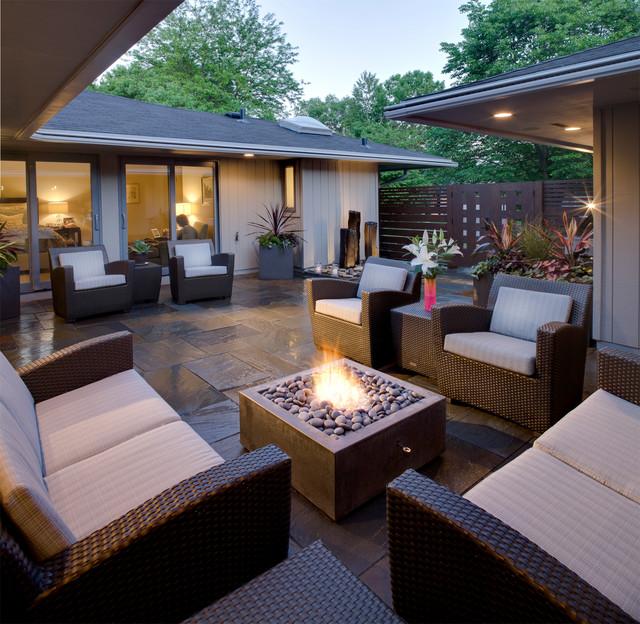 Shorewood, MN Courtyard transitional-patio