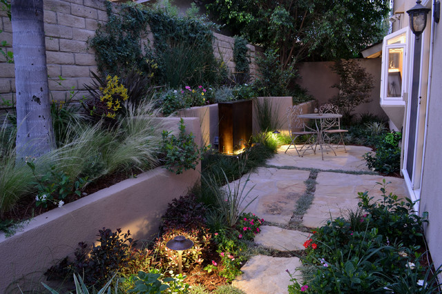 Side yard and fountain eclectic patio los angeles for Houzz landscape architects