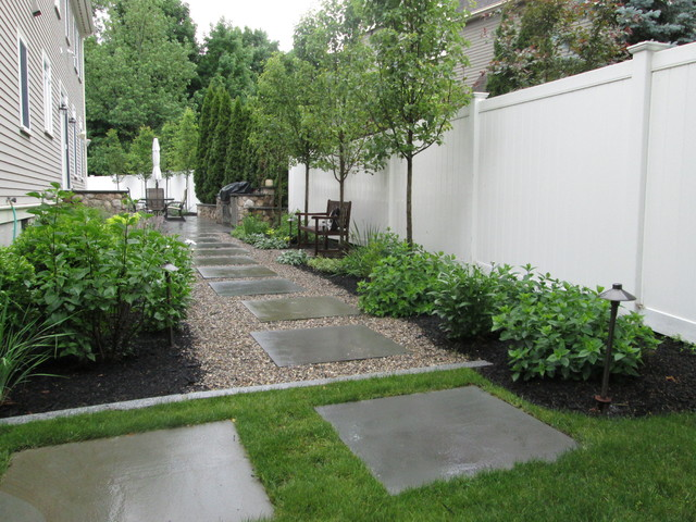 Side Yard Garden Walkway / Path With Bluestone Steppers. Contemporary Patio