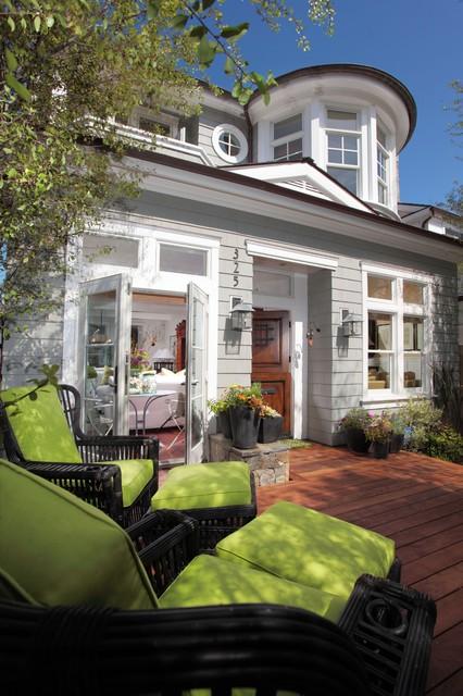 Small beach patio and side yard beach-style-patio