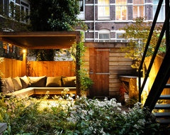 Small city garden contemporary patio