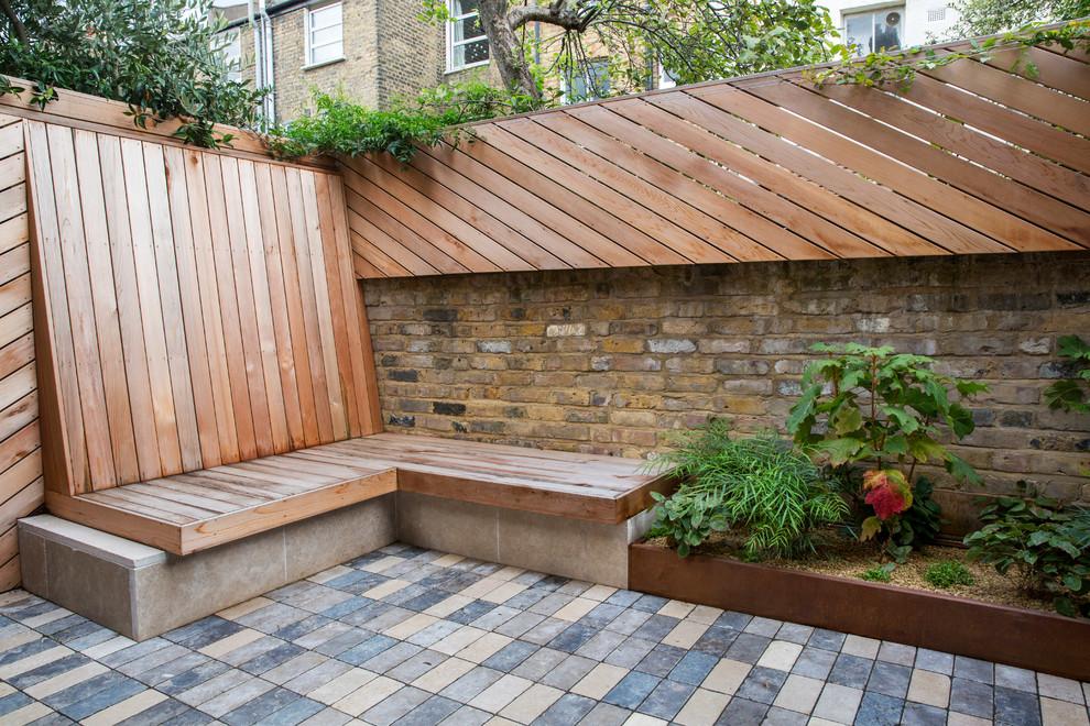 Small rear garden for a terraced house - Contemporary ...