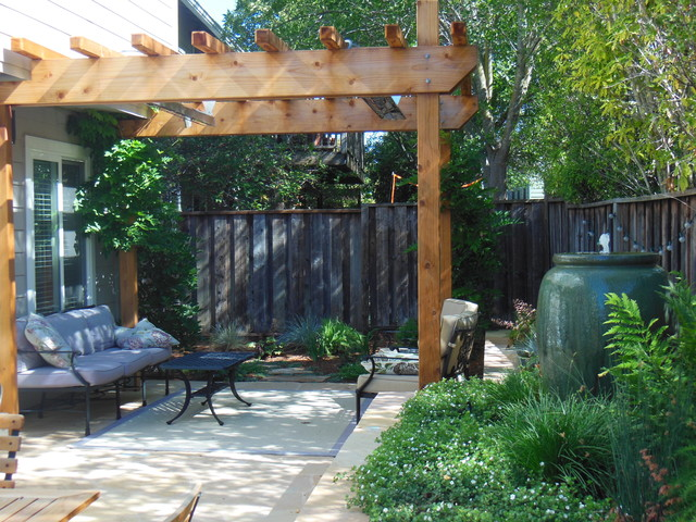 Small space, Big Impact traditional-landscape