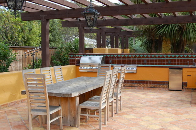 Soquel traditional patio san francisco by laura for Spanish outdoor kitchen designs