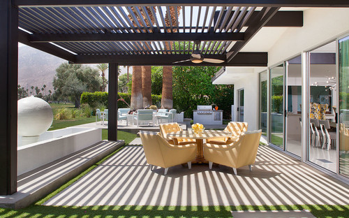Modern Pergola With Outdoor Ceiling Fan - Modern Pergola Inspiration For Your Backyard Oasis • Insteading