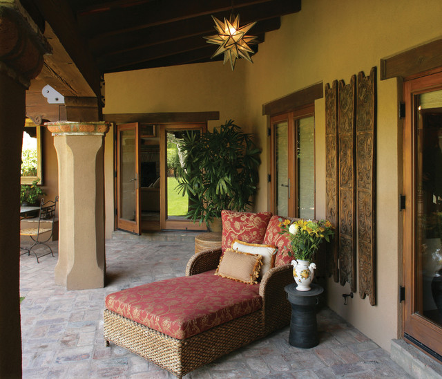 Spanish/Mexican Colonial mediterranean-patio