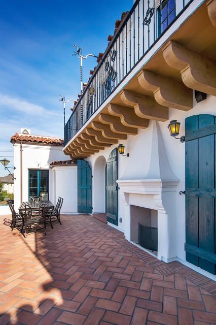 Spanish Revival mediterranean-patio