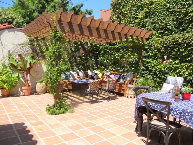 Spanish style backyard re do for Spanish garden designs