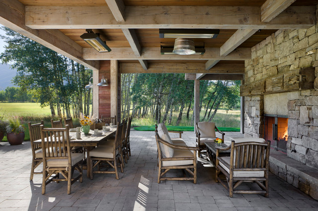 Springhill Residence farmhouse-patio